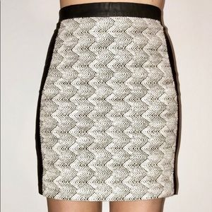 1a5f9c59f H&M vegan leather skirt woven black & white